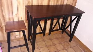 Breakfast bar/dining room table (chairs included) for Sale in Columbus, OH