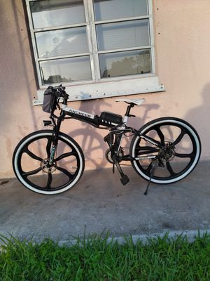 Electric bicycle. Barely used, with 2017 battery. 36 V / 8 AH for Sale in Miami, FL