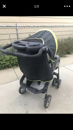 Chicco stroller and car seat with car seat base for Sale in Chicago, IL