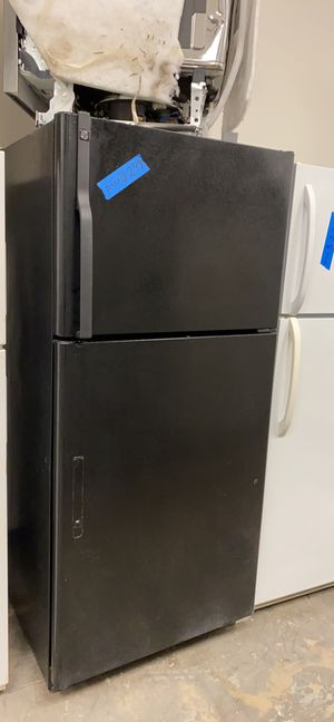 GE top&bottom refrigerator excellent conditions for Sale in Bowie, MD