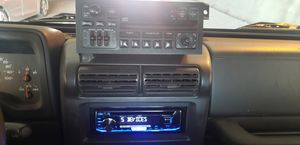Jeep wrangler tj 2002 radio for Sale in Chicago, IL