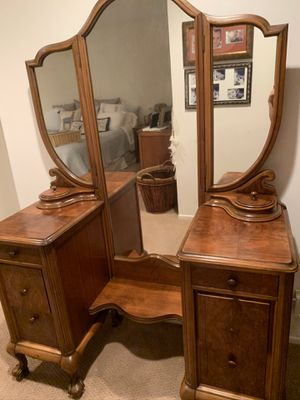 Antique walnut vanity. for Sale in Los Angeles, CA