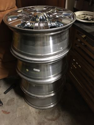18 in. Chrome rims for Sale in Edgewood, WA