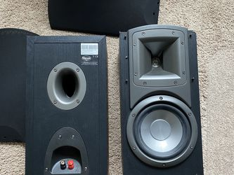Pair of Klipsch Synergy B3 Bookshelf Speakers for Sale in SeaTac,  WA