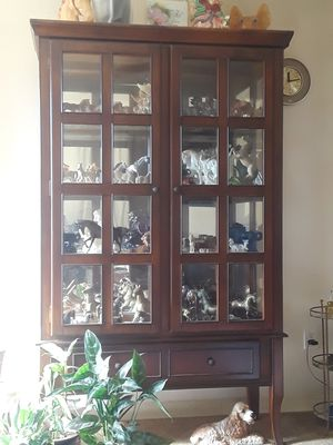Large beautiful curio / china cabinet. for Sale in Dickinson, TX