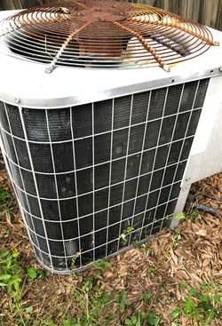 Bryant Ac Heat pump 3 1/2 tons with Freon Working good for Sale in Alafaya,  FL