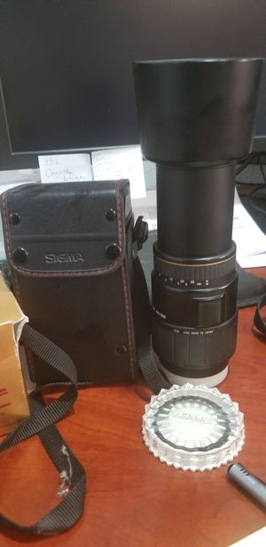 Sigma 70- 300 F4-5.6 APO Macro filter, filler.and carrying case value $349 for Sale in Las Vegas, NV