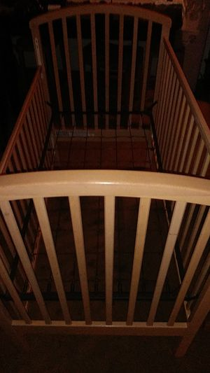BEAUTIFUL WOODEN BABY CRIB for Sale in Whittier, CA