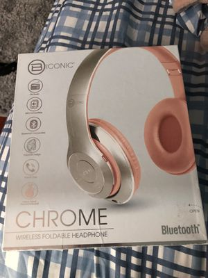 Chrome Wireless Foldable Headphones for Sale in North Highlands, CA