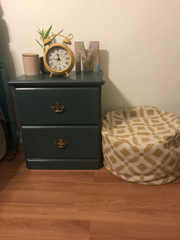 2 drawer end table/night stand