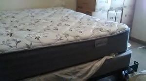 Matching queen size mattress and box spring for Sale in Columbus, OH