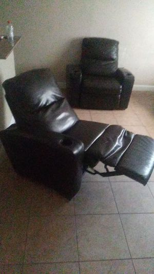 Black leather reclining chair for Sale in Tampa, FL