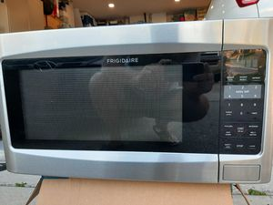Microwave by Frigidaire for Sale in Tarpon Springs, FL