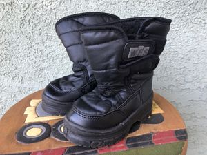 Toddler snow boots, Size 5, WFS brand for Sale in Los Angeles, CA