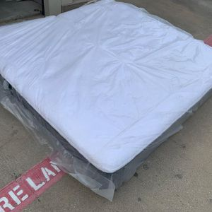 """King Size Mattress """" PLUSH """" for Sale in Irving, TX"""