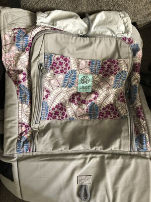 Lillebaby essentials baby carrier with infant insert for Sale in Denver, CO