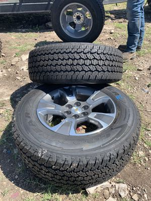 Full set of 16' to 19' Chevy Colorado rims and tires 255/65/R17 for Sale in Christoval, TX