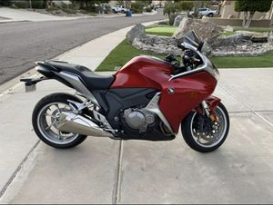 2010 Honda VFR 1200F with 4000 mi brand new condition for Sale in Phoenix, AZ