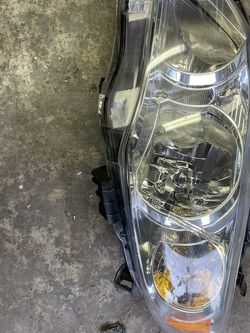 Fits 2011-2013 Toyota Corolla Driver Left Side Headlight Clear Replacement Lamp for Sale in Everett,  WA