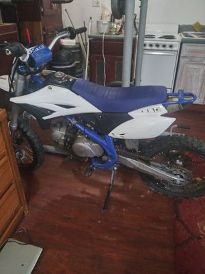 Blue Apollo dirt bike for Sale in Lilburn, GA