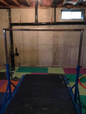 Expandable kip bar brand Z Atletic for Sale in Bristol, CT