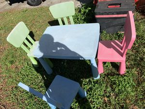 Plastic kids table and chairs for Sale in Tampa, FL
