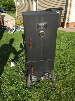 Masterbuilt Pro propane smoker for Sale in Lyndhurst, OH