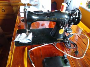 Antique Singer Sewing machine AH 16 1916, in working condition. for Sale in Hialeah, FL
