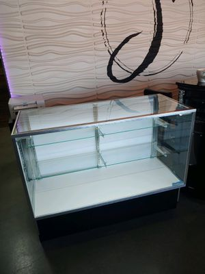 Like New Display Cases with LED lighting and Locks for Sale in Kennewick, WA