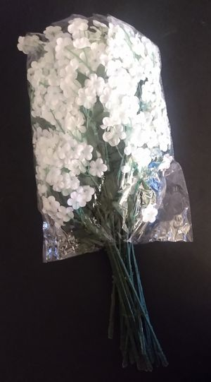 Small White Fake Flower Bundles for Sale in Phoenix, AZ