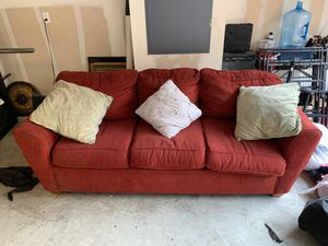 Classic red couch for Sale in San Jose, CA