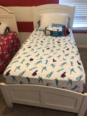 Twin bed for Sale in La Vergne, TN