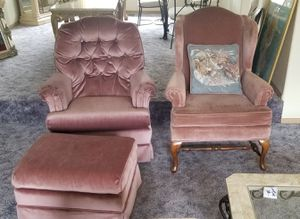 *PENDING* FREE CHAIRS & OTTOMAN for Sale in Puyallup, WA