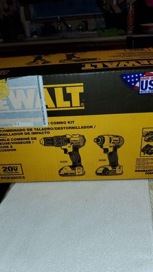DEWALT 20VMAX DRILL DRIVER/ IMPACT DRIVER COMBO KIT ESTA NUEVO for Sale in San Bernardino, CA