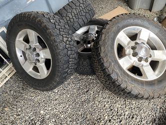 2018 Chevy 2500 3500 Silverado rims and tires 20 for Sale in Renton,  WA