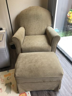 Brand - Best Chairs Best Chairs Swivel Glider & Ottoman. Nursery Rocking Chair & Ottoman for Sale in Buena Park, CA