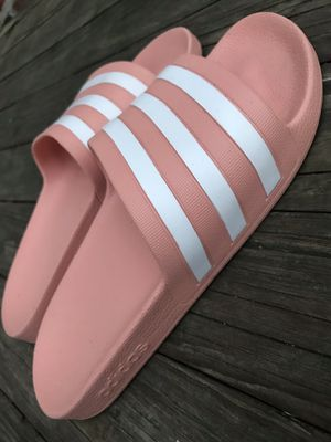 WOMENS ADIDAS SLIDES SIZE 7 for Sale in Chicago, IL