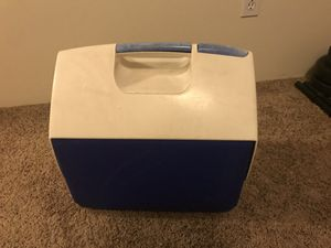 Igloo Playmate Cooler 25 Quart for Sale in Wenatchee, WA