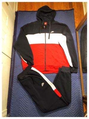 Nike sweatsuit size xl and 2xl for Sale in Clifton, NJ
