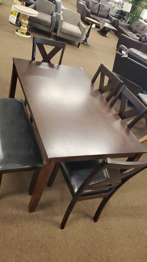 4 chair with bench dinning table set for Sale in Victoria, TX
