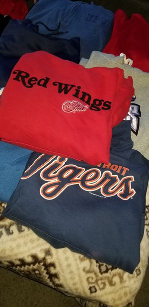 7 Men's Hoodies Size Medium Excellent Condition All 7 For $10.00 for Sale in Taylor, MI