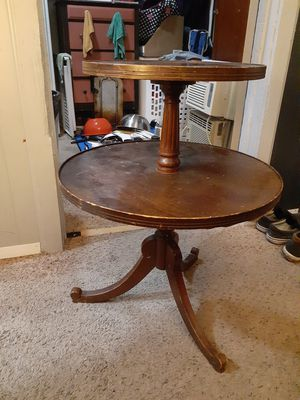 Antique two level end table for Sale in Columbus, OH