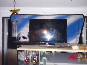 Insignia 24 inch DVD combo flat screen for Sale in Riverton, WY