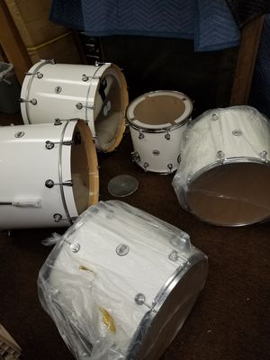 10 Piece DW Designer Series Drum set with New Road Runner Cases with Hard ware and Cymbals for Sale in Warren, MI