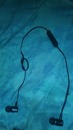 Wireless Bluetooth headphones for Sale in Garfield Heights, OH