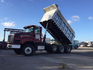 Dump truck / camión volteo for Sale in Hialeah, FL