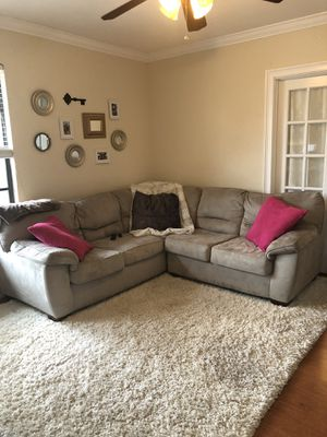 Tan Sectional Couch w/ Rug for Sale in Tampa, FL
