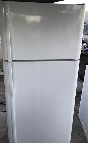Kenmore Top- Freezer Refrigerator for Sale in San Leandro, CA
