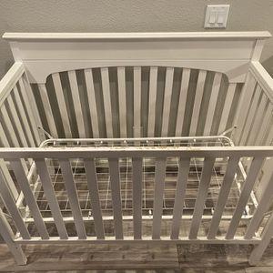 Graco White Crib for Sale in Dublin, CA