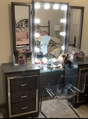 Makeup Vanity for Sale in Euless, TX